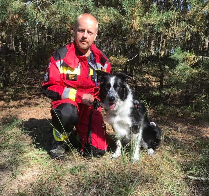 """Border Collie Misha został pierwszym akcyjnym psem OPOLSARU, uzyskując w Pstrążu certyfikację specjalności terenowej klasy """"1"""" PSP"""