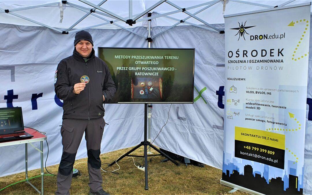 Instruktor OPOLSARU szkolił pilotów dronów w Lesznie.